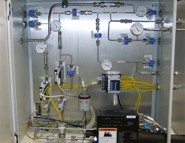 Flow control system for DEZ-vapour and other process gases.